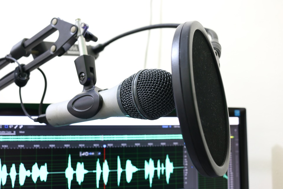 listen to travel podcast